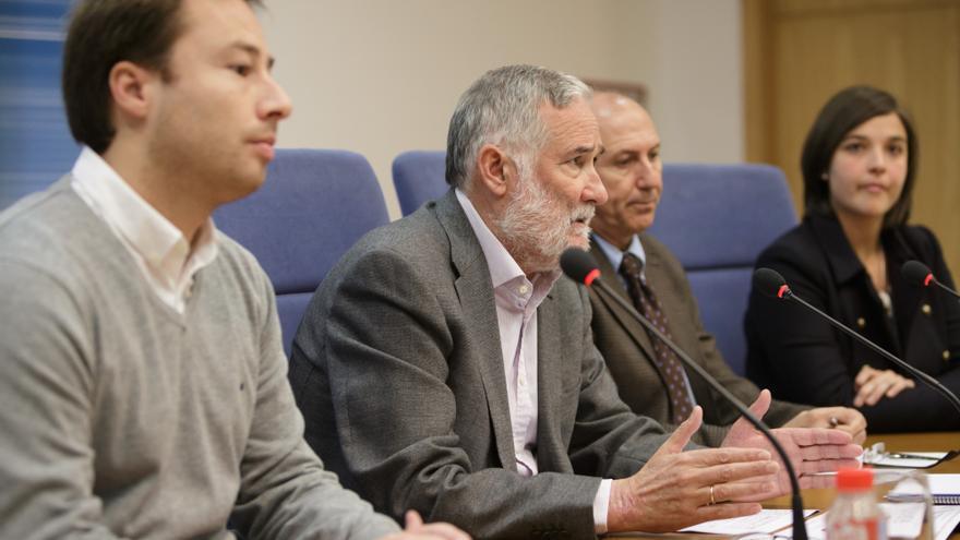 Ramón Ruiz, en el centro, junto algunos de los miembros de su equipo en la Consejería. | Raúl Lucio