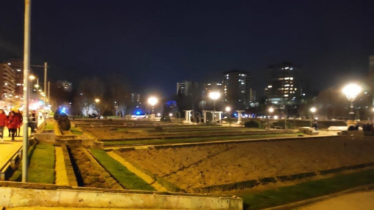 El parque de la Rosaleda, en las Moreras, por la noche.