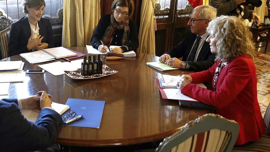 """Cantabria """"no puede devolver"""" el agua que capta del Ebro y pide a MAPAMA no tener sobre sí """"la espada de Damocles"""""""