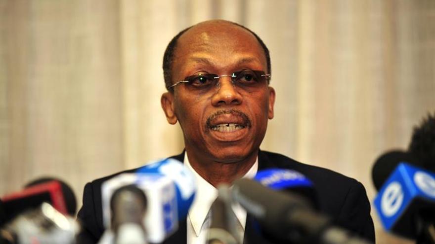 El expresidente haitiano Aristide sale ileso de un atentado a tiros a su caravana