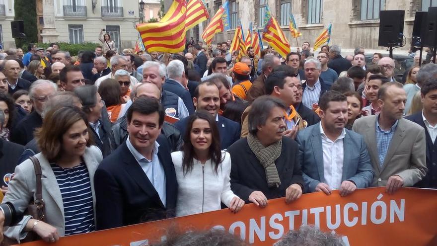 Fernando Giner, Inés Arrimadas y Xavier Pericay en la concentraciónb
