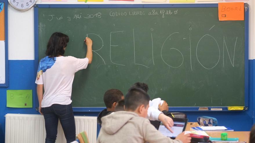 Los colegios andaluces denuncian que tienen maestros de Religión sin carga horaria.