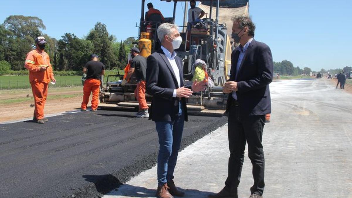 Los ministros de Transporte, Mario Meoni, y de Obras Públicas, Gabriel Katopodis, en las obras de la ruta 7.