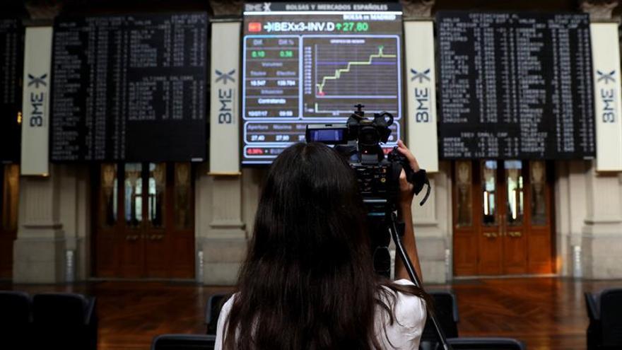 La Bolsa española abre al alza y sube un 0,21 %, por encima de los 10.500