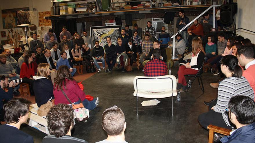 El candidato socialista a la presidencia de la Generalitat ha participado en un encuentro abierto con jóvenes