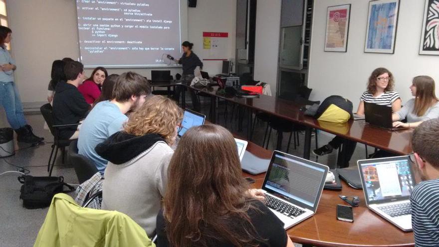 Una reunión de PyBCN, reunión del lenguaje de programación Python en Barcelona (Imagen: cedida por Laura Pérez)