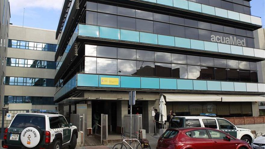 Diez detenidos y 15 registros por fraude en contratos en empresa pública Acuamed