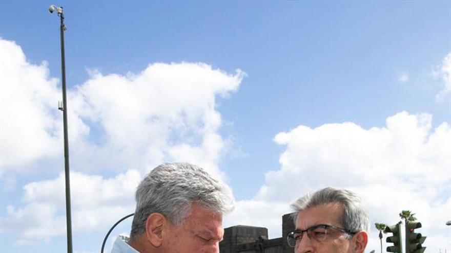 El candidato de Nueva Canarias (NC) al Congreso, Pedro Quevedo, junto al presidente de la organización, Román Rodríguez.