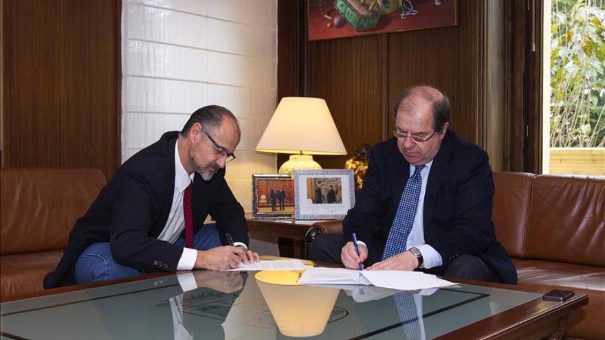 PP y C's firman un acuerdo que garantiza la aprobación de los presupuestos en CyL
