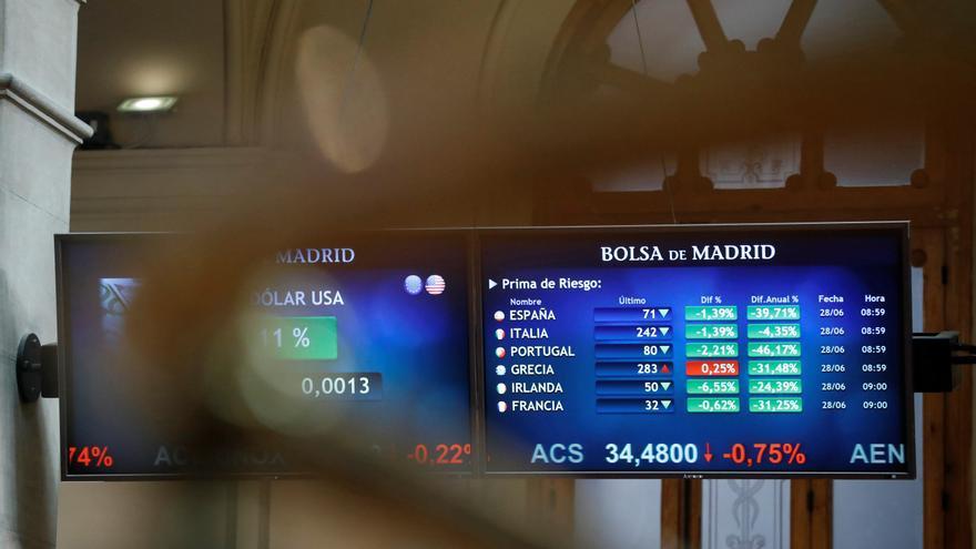 El Tesoro coloca 5.965 millones en bonos y obligaciones a un menor interés