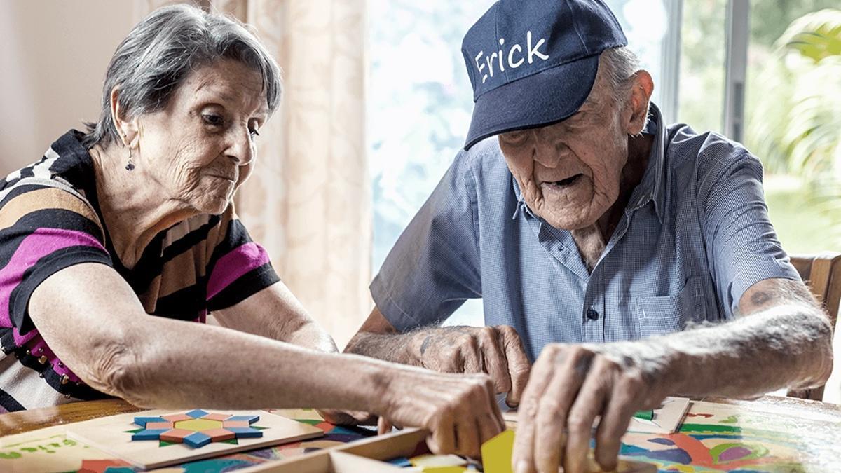 Hoy, el promedio de casos diarios en personas de entre 70 y 79 años es de 472, un 30% menos que en el pico de octubre. En aquellos que tienen entre 60 y 69 el promedio es 15% menos: 1.032 casos diarios.