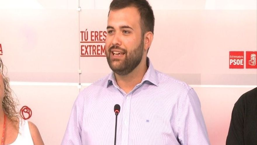 """La candidatura de Eva Pérez presenta 412 avales, de una """"ola de ilusión"""" por el """"cambio"""" en el PSOE extremeño"""