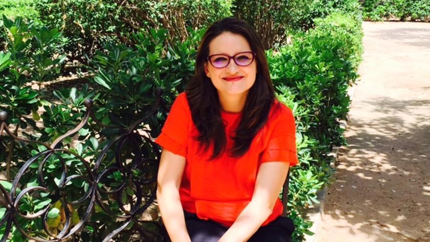 Mónica Oltra, en un jardín junto al Palau de la Generalitat.