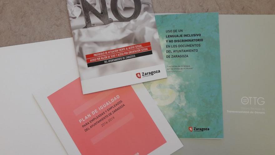Varios de los documentos editados por la Oficina de Transversalidad de Género