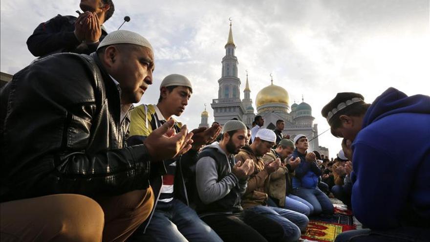 La Gran Mezquita de Moscú abre las puertas a decenas de miles de musulmanes