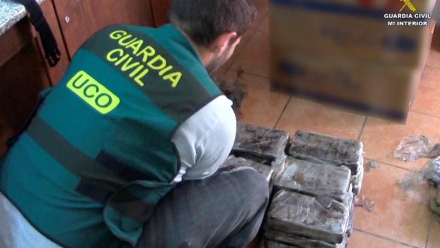 La Guardia Civil desmantela dos redes internacionales de tráfico de drogas