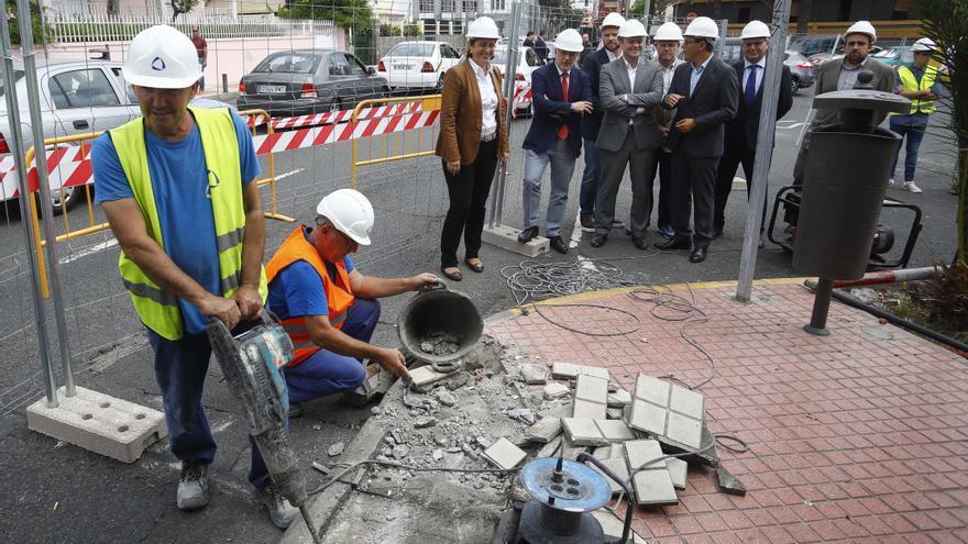 El alcalde de Las Palmas de Gran Canaria, Augusto Hidalgo, junto a la delegada del Gobierno en Canarias, Mercedes Roldós (PP), el vicepresidente y consejero de Transportes del Gobierno regional, Pablo Rodríguez (CC); y el titular del Cabildo de Gran Canaria, Antonio Morales (NC).