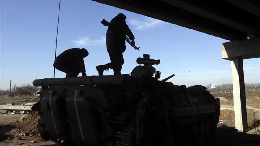 Militares ucranianos aseguran que controlan el aeropuerto de Donetsk