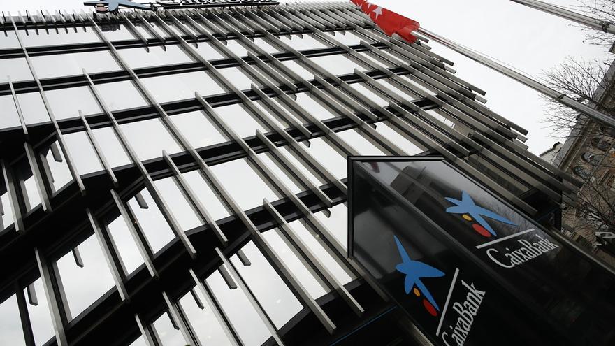 CaixaBank mejora las condiciones del ERE al elevar el salario regulador y ofrecer 40 días por año