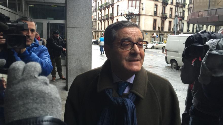 Mario Fernández llega a la Fiscalía.