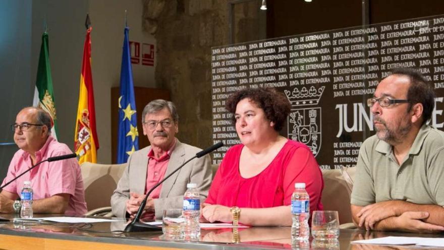 La consejera de Medio Ambiente y Rural, Políticas Agrarias y Territorio, Begoña García, en la presentación del convenio de colaboración que la Junta de Extremadura ha suscrito con la Universidad de Extremadura / Junta