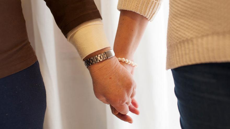 El contacto humano es primordial para la salud física y mental de los mayores. (Canarias Ahora).