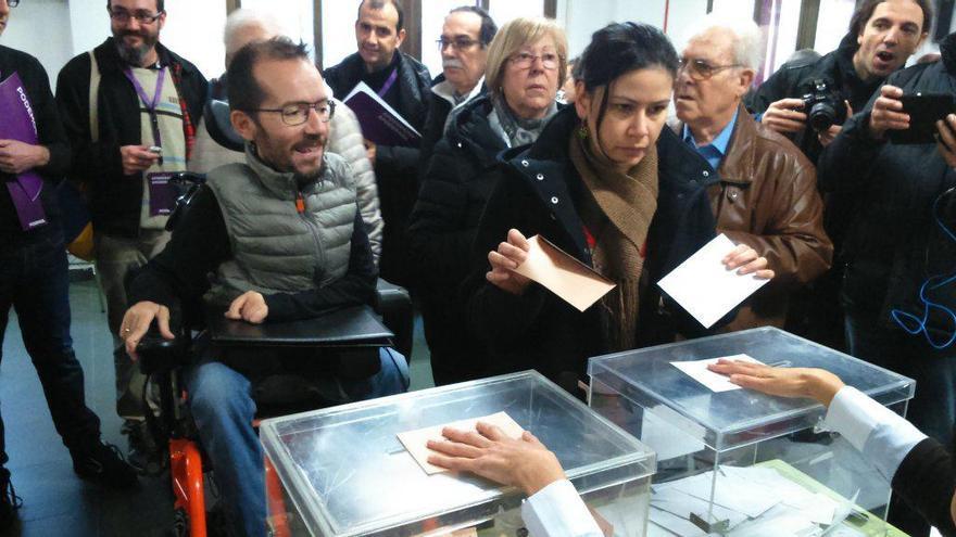 Pablo Echenique votando el pasado domingo.