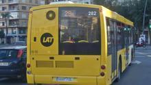 """El Consejo de Estudiantes de la UM pide un plan de transporte universitario para evitar la """"discriminación"""" de precios entre territorios"""