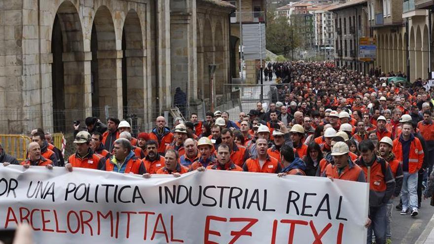Más de 3.000 personas reclaman a Arcelor mantener la planta en Zumarraga