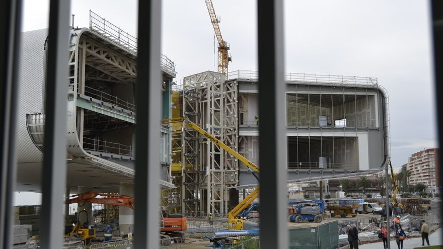 La inauguración del Centro Botín estaba prevista para verano de 2014, coincidiendo con el Mundial de Vela.   RUBÉN VIVAR