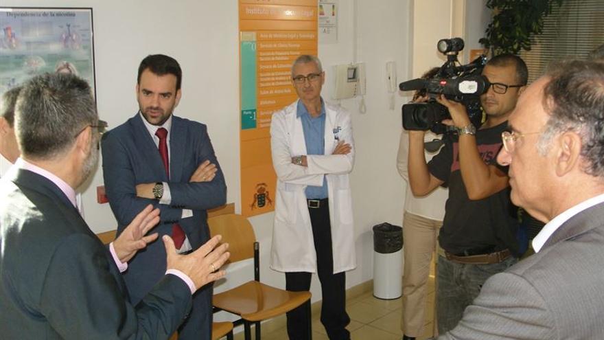 Un momento de la visita del consejero de Presidencia, Justicia e Igualdad, Aaron Afonso, al centro / Foto cedida