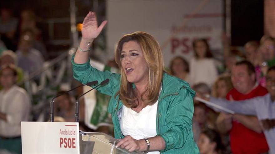 """Susana Díaz toma prestada una letra de Manuel Molina para prometer la """"ilusión"""" en Sevilla"""