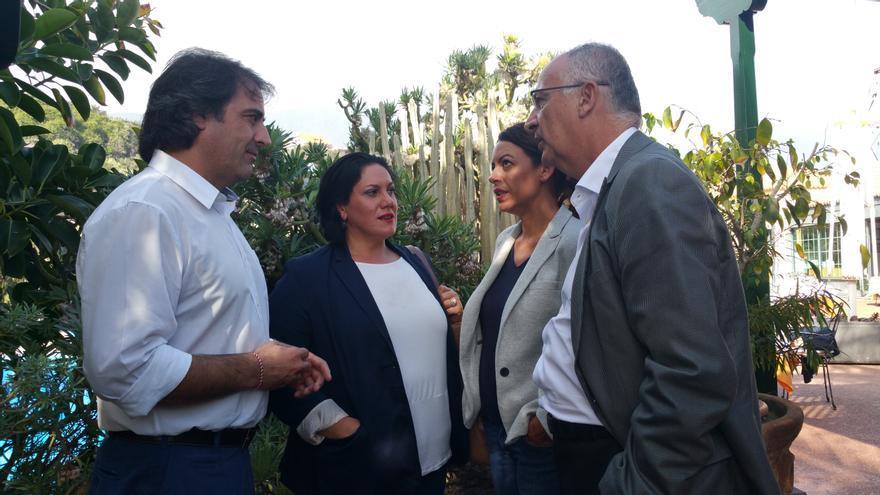 Francisco Paz (i), María Dolores Padilla, Tamara Raya y Hernández Spínola, este jueves. Foto: LUZ RODRÍGUEZ.