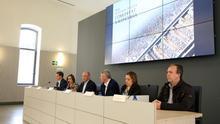 Reunión del director general de Transportes, Carlos Somingo (tercero por la izquierda), con los alcaldes afectados