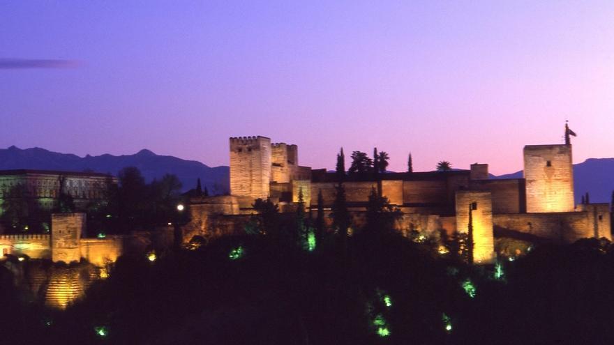 La Torre de la Vela de la Alhambra se teñirá de rosa con motivo del Día Internacional de la Niña