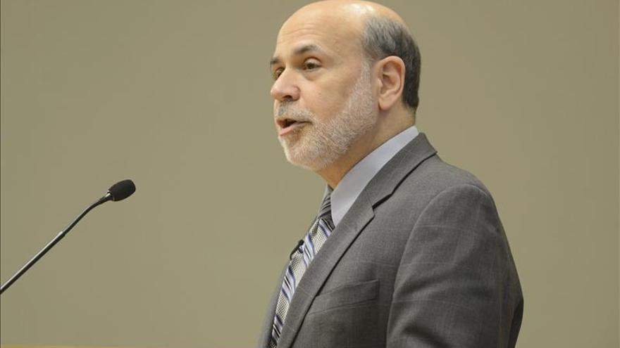 Bernanke dice que las reformas hechas desde la crisis de 2008 pueden limitar la toma de riesgos