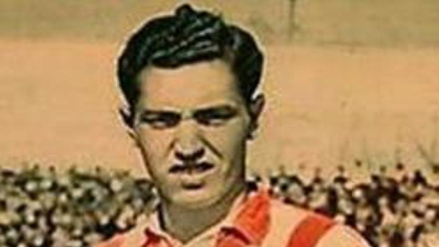 Paco Campos con la camiseta del Atlético Aviación