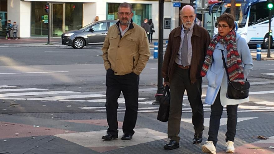 Aitor Tellería, su abogado Jesús Villegas, y Araceli Bajo