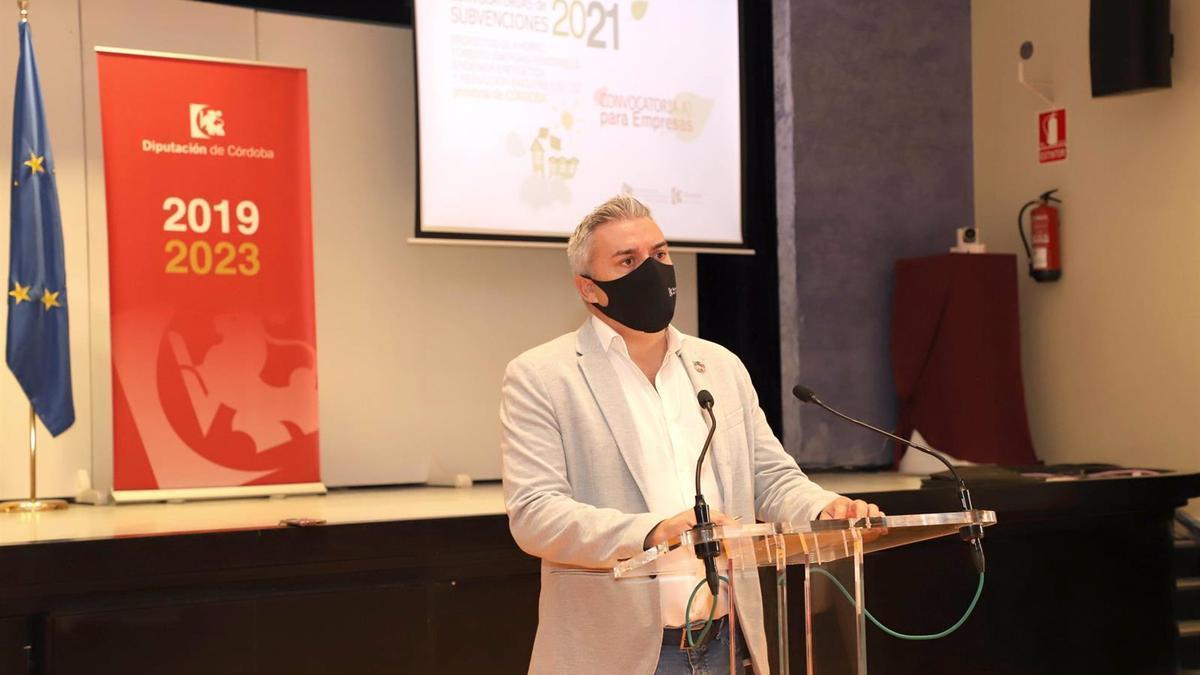 El presidente de la Agencia Provincial de la Energía, Víctor Montoro, en rueda de prensa.