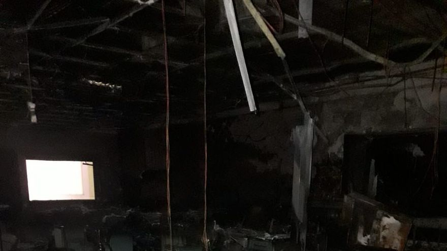 Efectos del incendio en el interior del Hospital de la Candelaria en Tenerife.