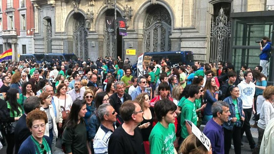 La manifestación pasa ante el Ministerio de Educación / Lydia Molina