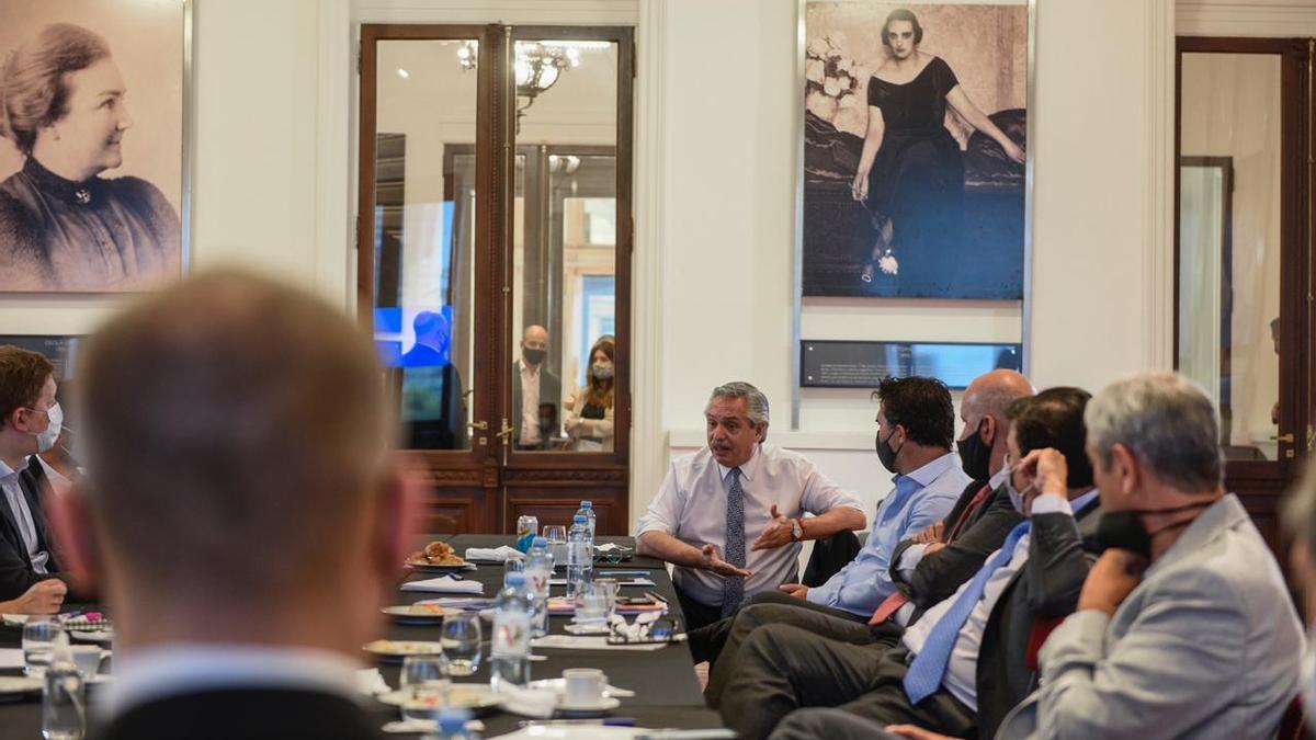 Alberto Fernández en una reunión del gabinete económico