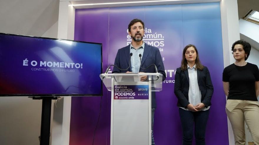 De izquierda a derecha, Antón Gómez-Reino, Eva Solla e Iria Figueroa, candidatas de Galicia en Común al Parlamento gallego.