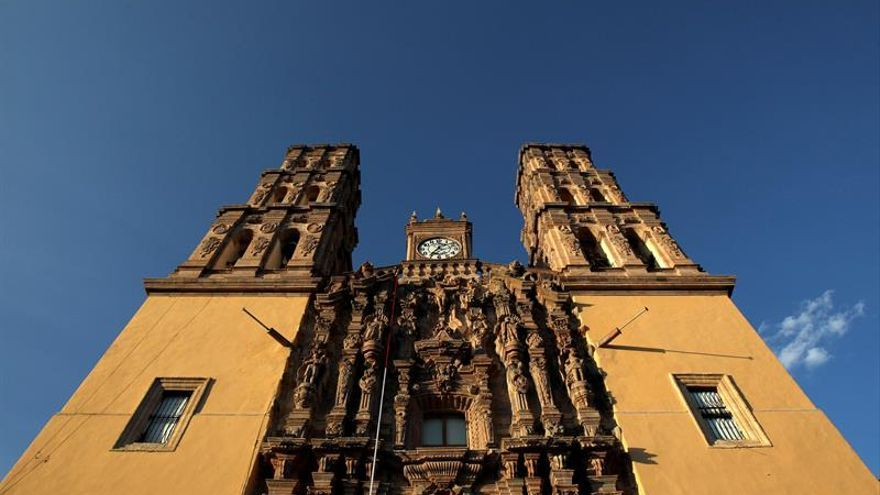 Peña Nieto lanza el tradicional Grito de Independencia y recuerda el terremoto