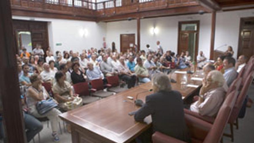 El salón de actos del Colegio de Abogados de Las Palmas, la tarde-noche de este miércoles.