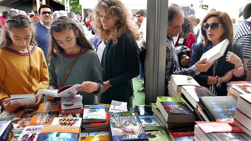 Los Jardines de Viveros, en Valencia, acogen la Fira del Llibre