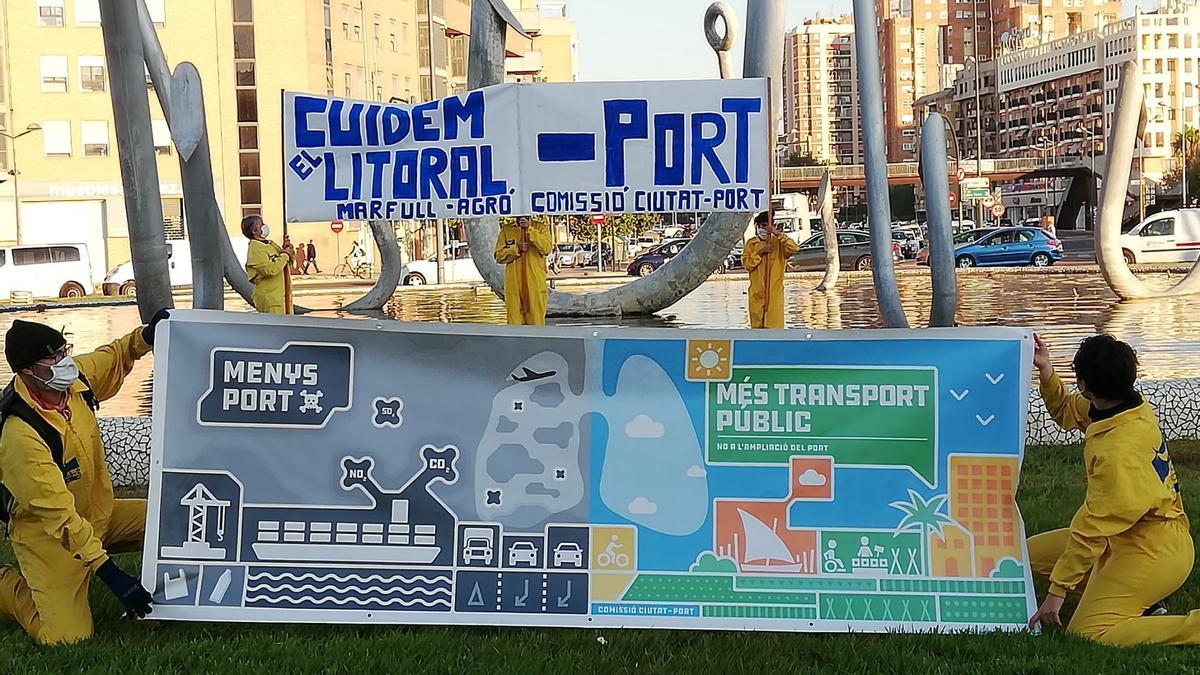 Una de las pancartas de la campaña colgada en uno de los accesos a València.