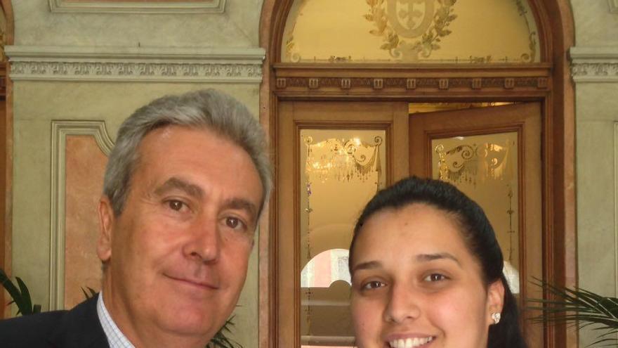 Óscar García, concejal del IMAS, del PP, junto a Tamara González, en Santa Cruz