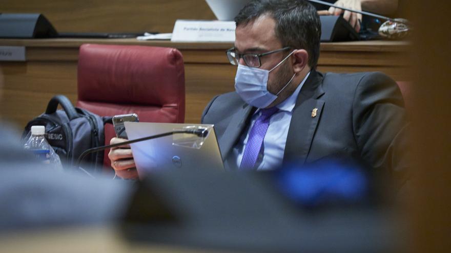 Archivo - El vicepresidente primero del Gobierno de Navarra, Javier Remírez, en el pleno del Parlamento de Navarra el 8 de octubre de 2020.