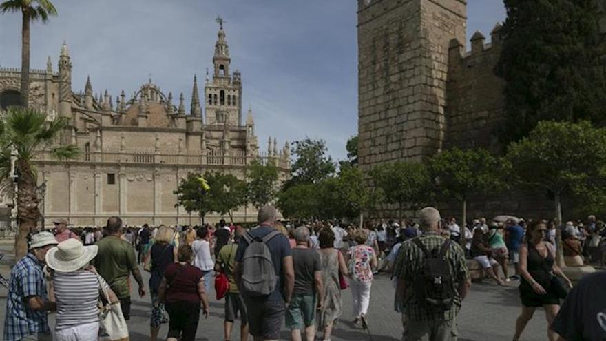Andalucía entra en la 'guerra' contra el decreto de guías turísticos que quiere aprobar Castilla-La Mancha